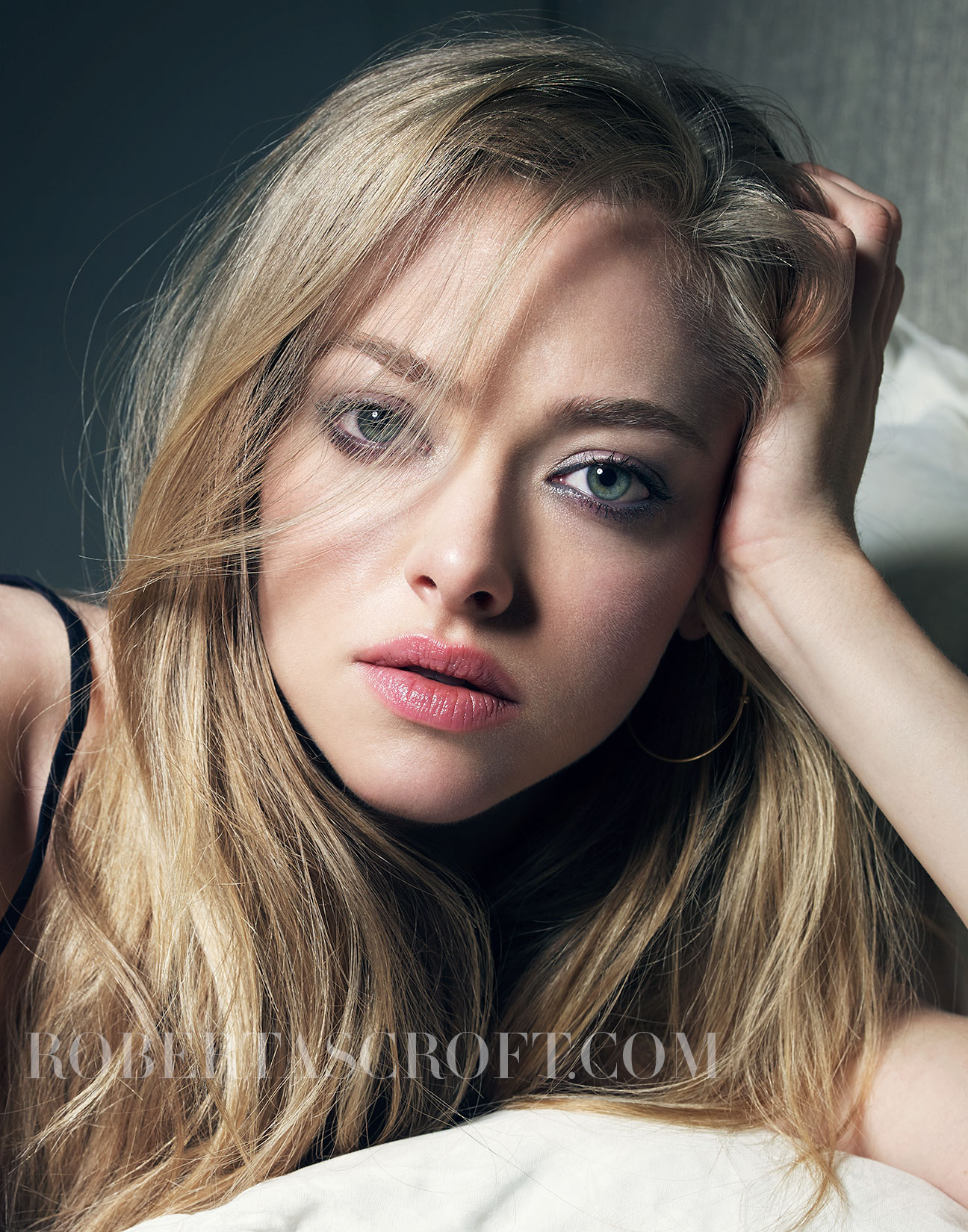 Amanda-Seyfried-by-Robert-Ascroft-02