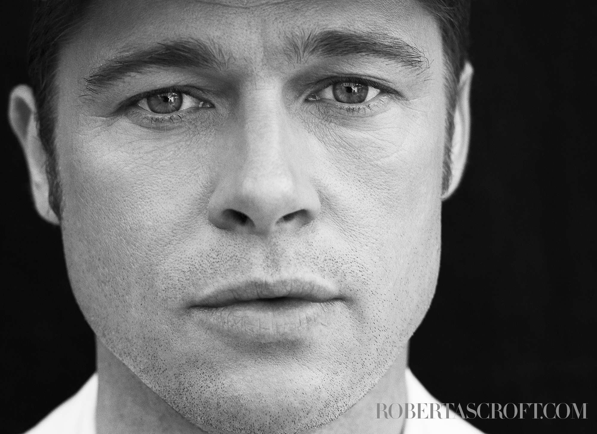 Brad-Pitt_by_Robert_Ascroft_V5