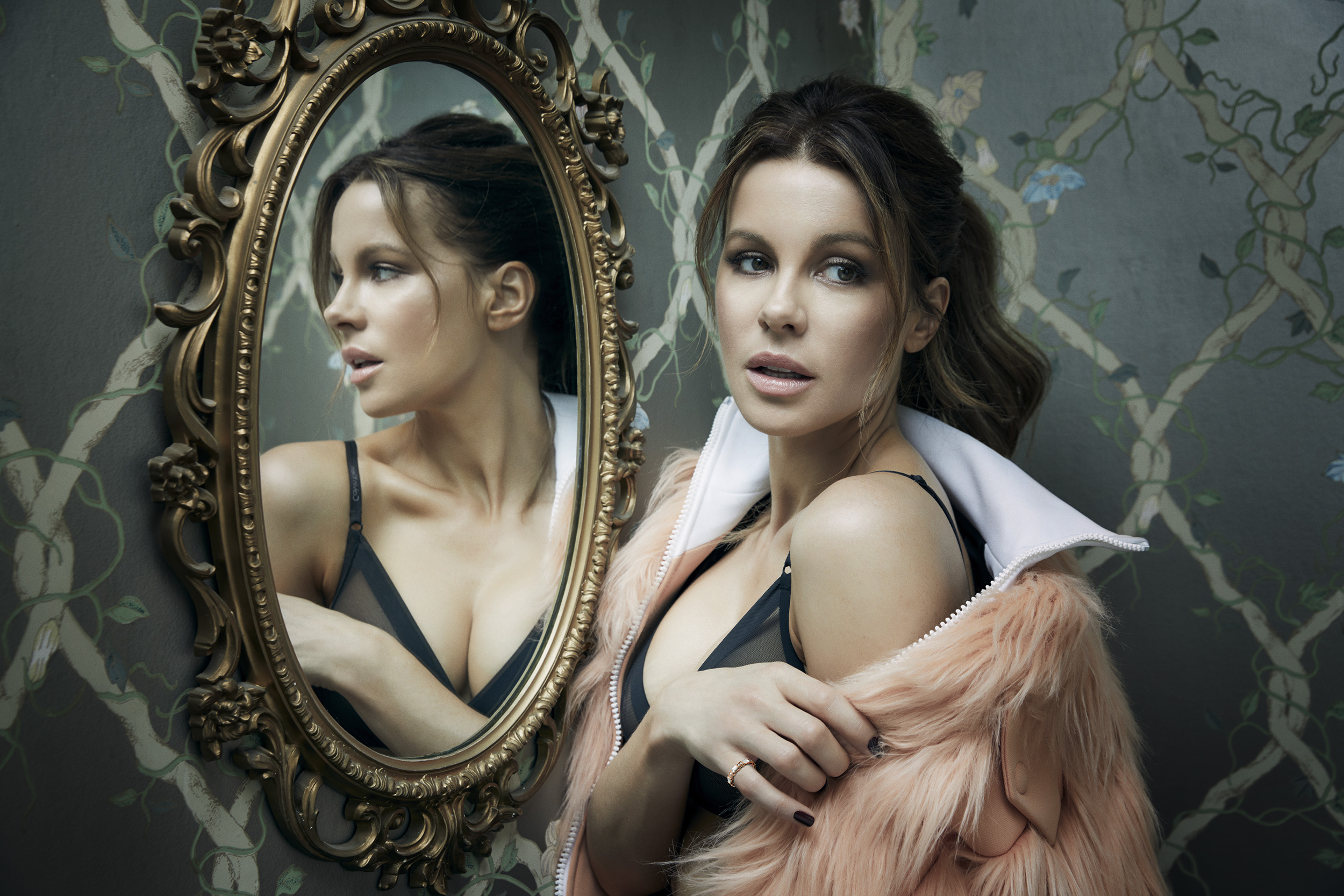 Kate-Beckinsale-by-Robert-Ascroft-01