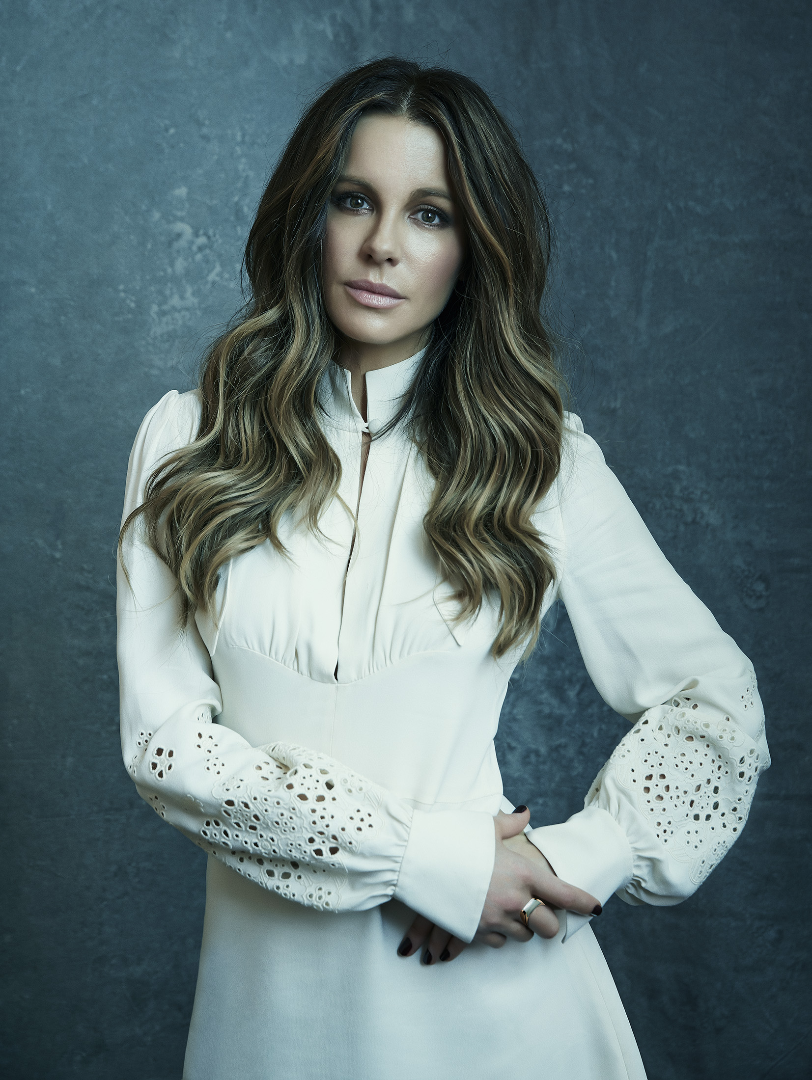 Kate-Beckinsale-by-Robert-Ascroft-04