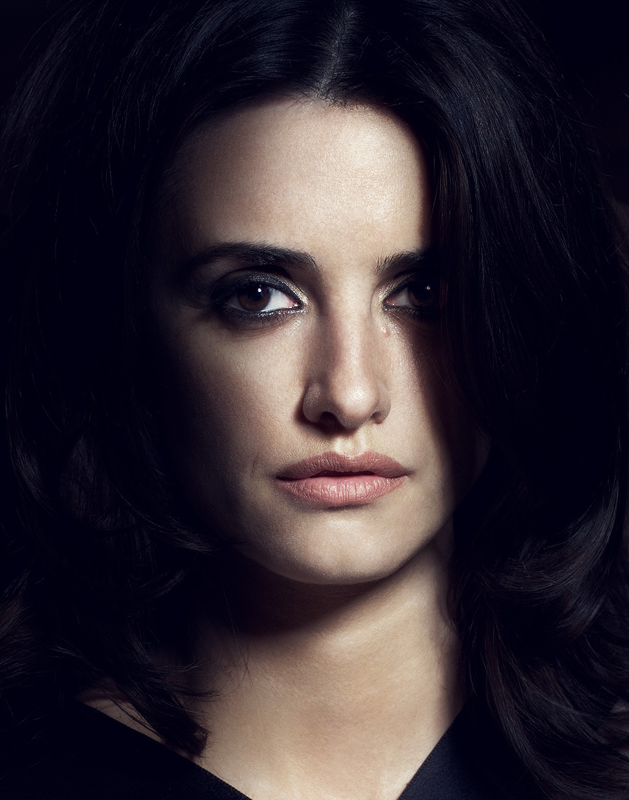 Penelope-Cruz-by-Robert-Ascroft-01-DUP.jpg