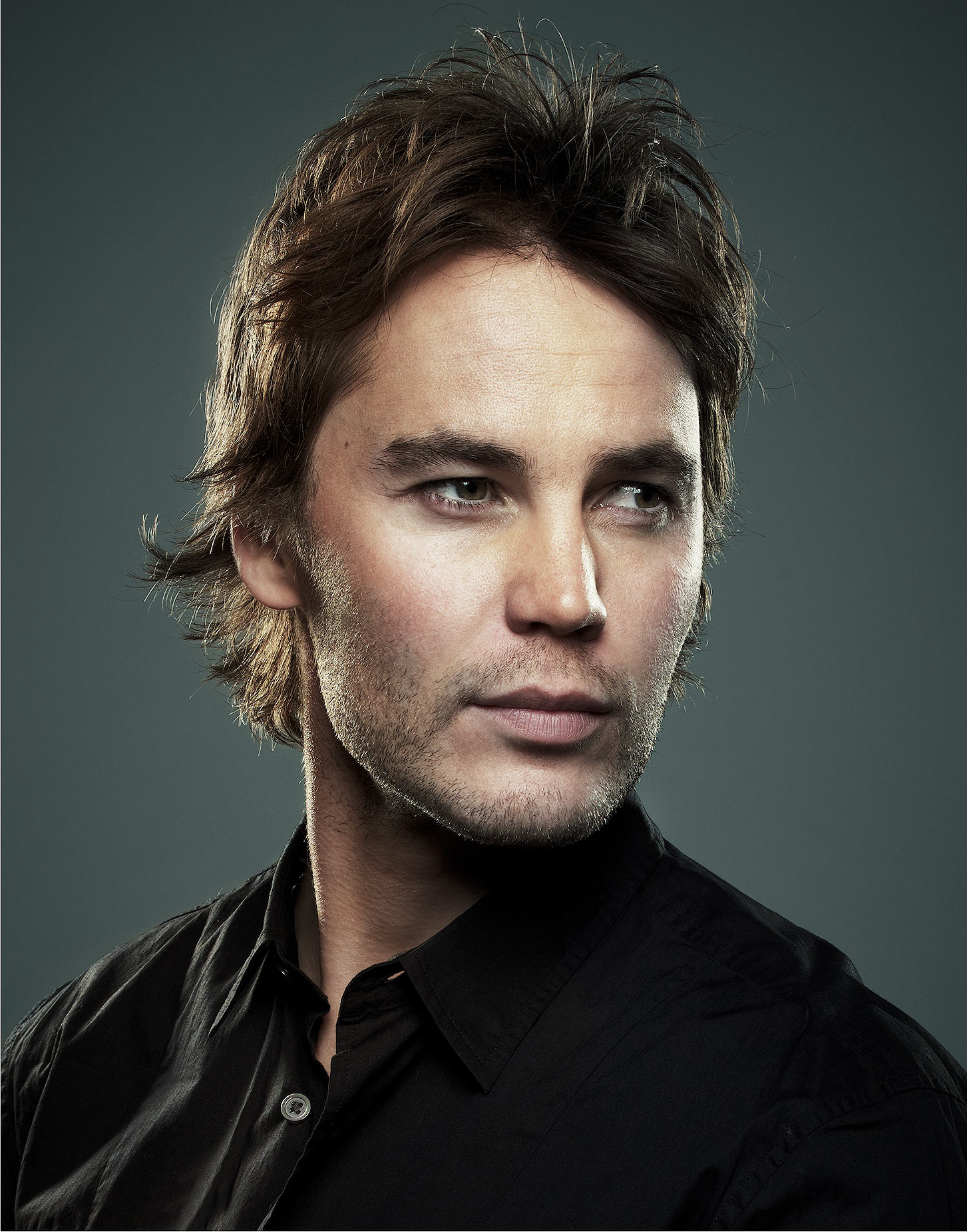 Taylor-Kitsch-by-Robert-Ascroft-9.jpg