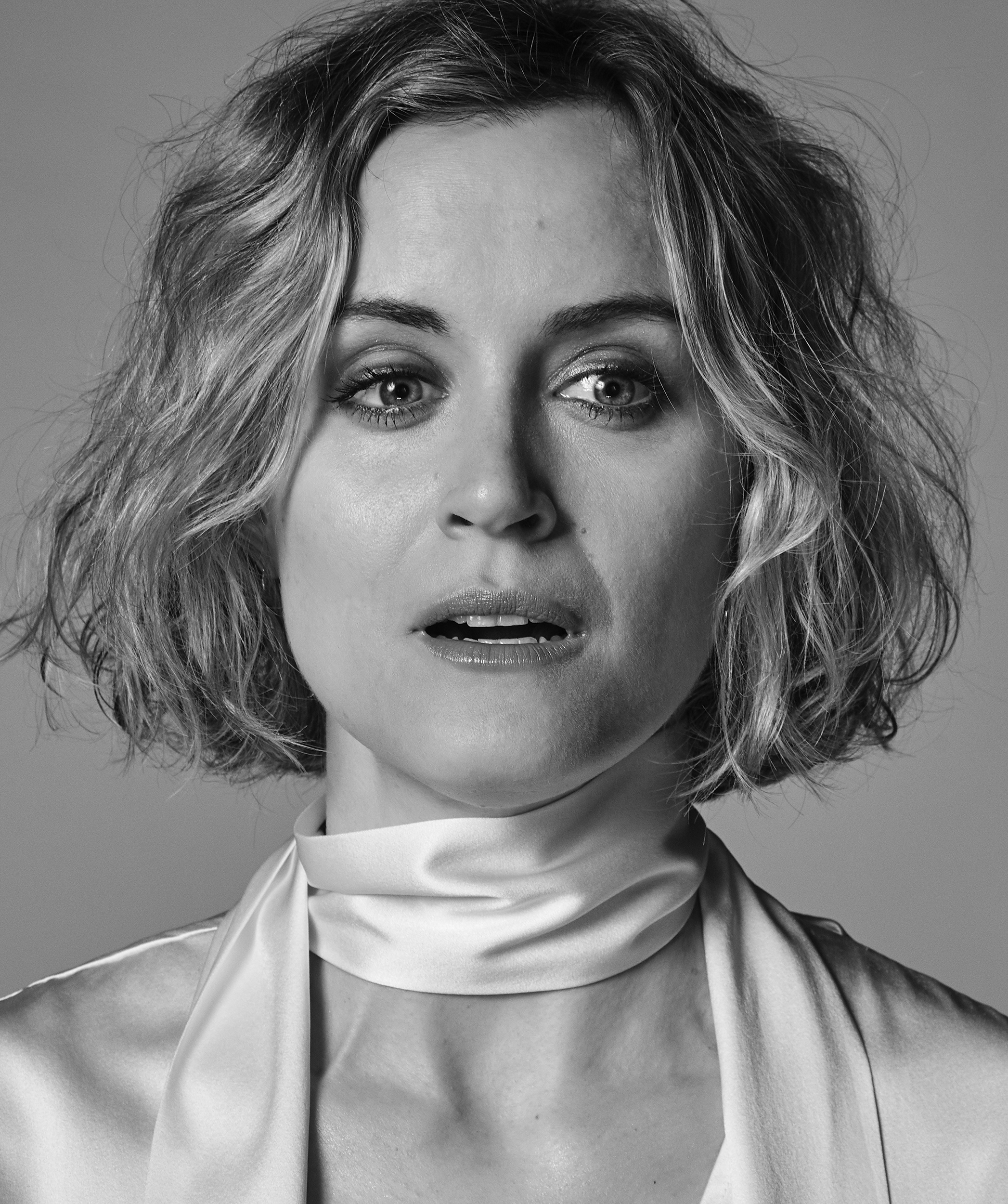Taylor-Schilling-by-Robert-Ascroft-013