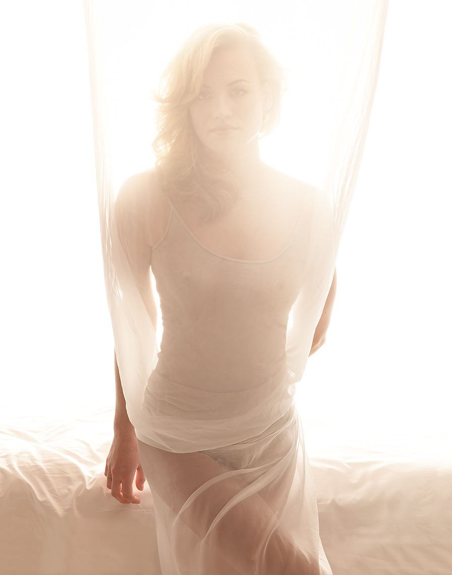 Yvonne-Strahovski-by-Robert-Ascroft-02.jpg